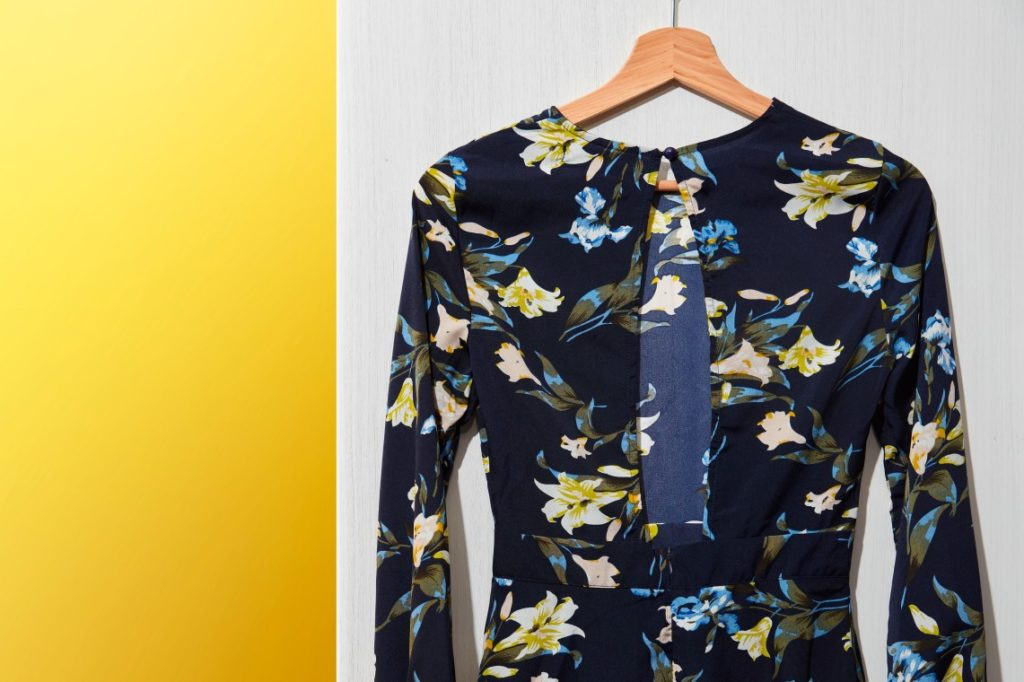 Cách chống ẩm mốc trong tủ quần áo